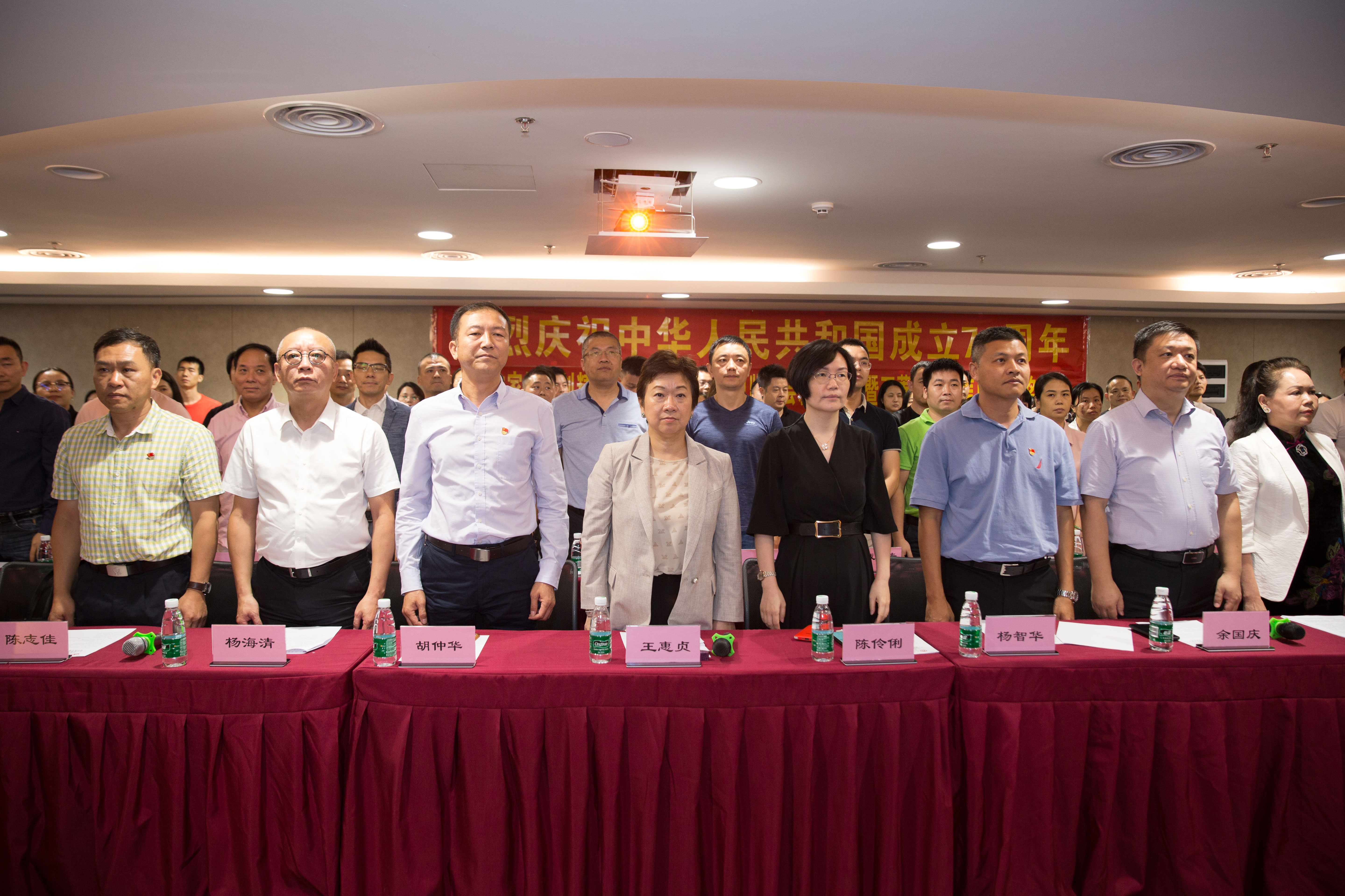 Celebrating the establishment of the 70th anniversary municipal fair, the first chamber of Commerce, the first inaugural ceremony of the board of supervisors and the award ceremony of the integrity merchants of Wan Ling Plaza