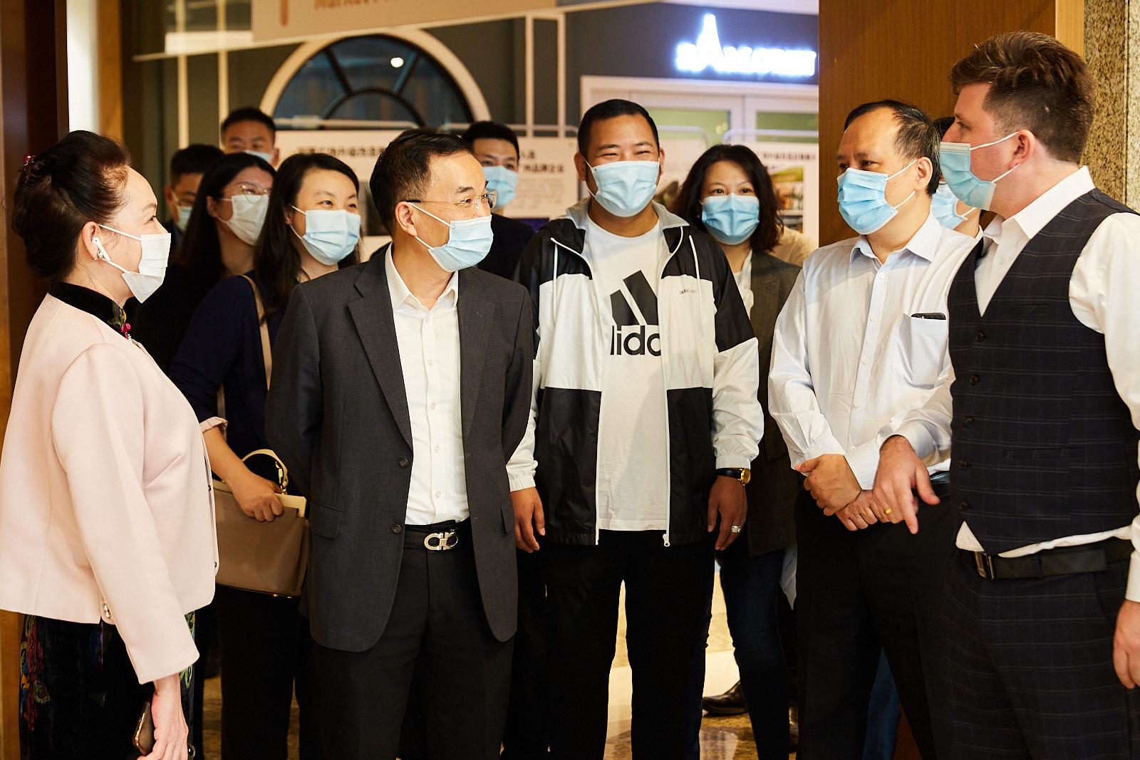 广东省商务厅党组成员、一级巡视员罗练锦 以及省、市、区有关方面负责同志莅临万菱广场参观调研