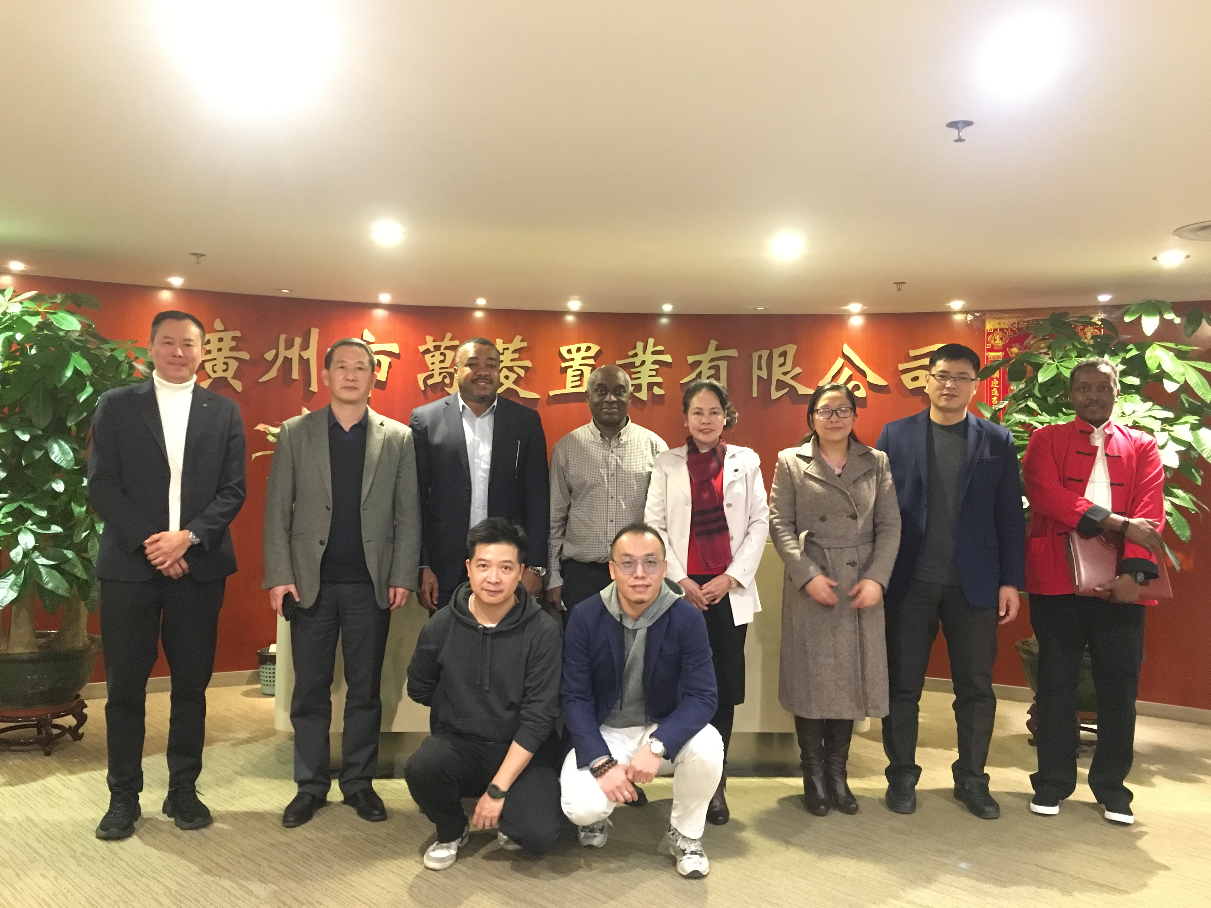One belt, one road, business visit group visiting Wan Ling square