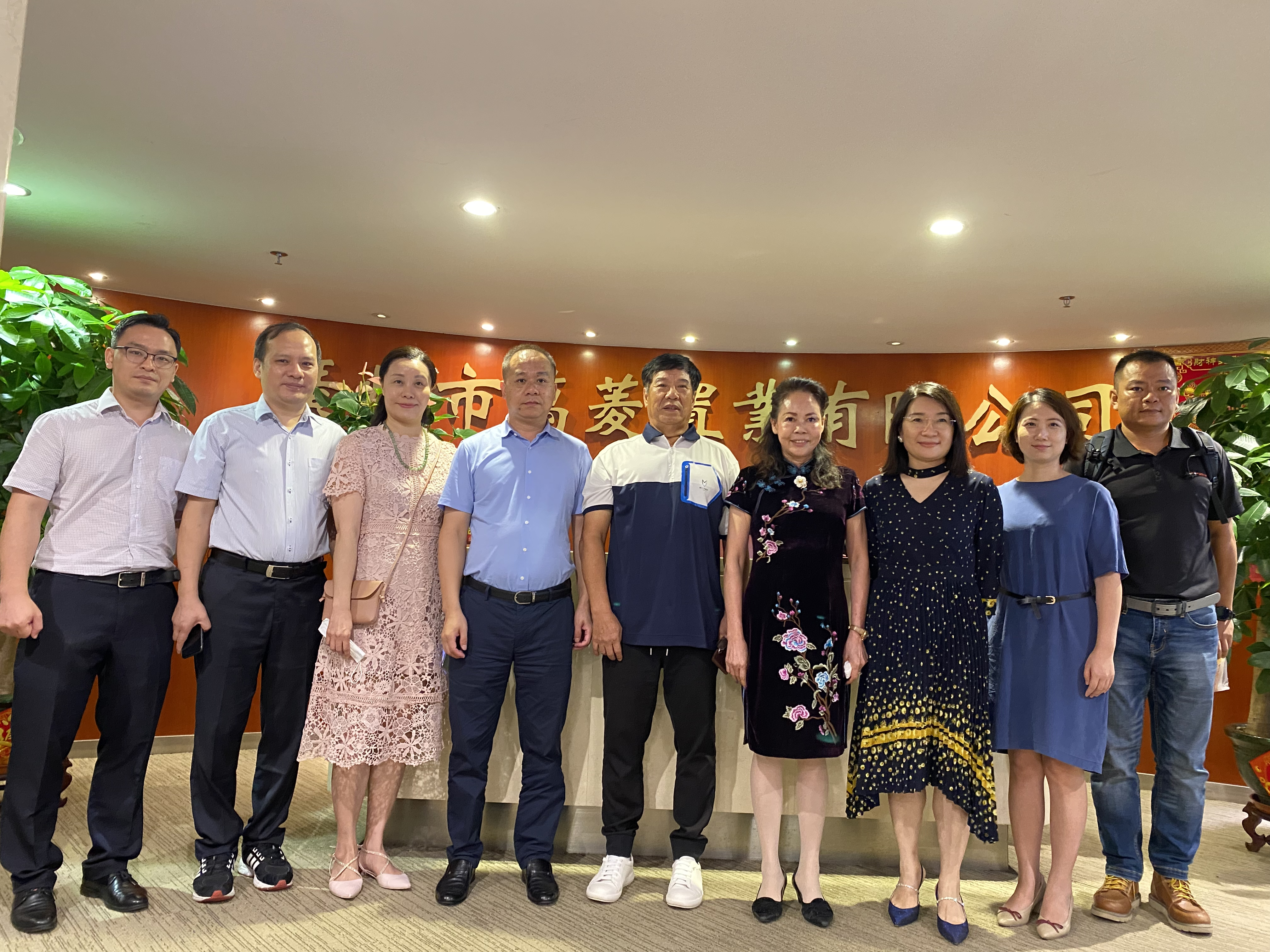 Guangzhou professional marketing chamber of Commerce visited Wanling square